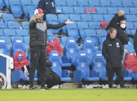 Cựu danh thủ Gary Neville cho rằng HLV Klopp đang thổi phồng khó khăn của Liverpool