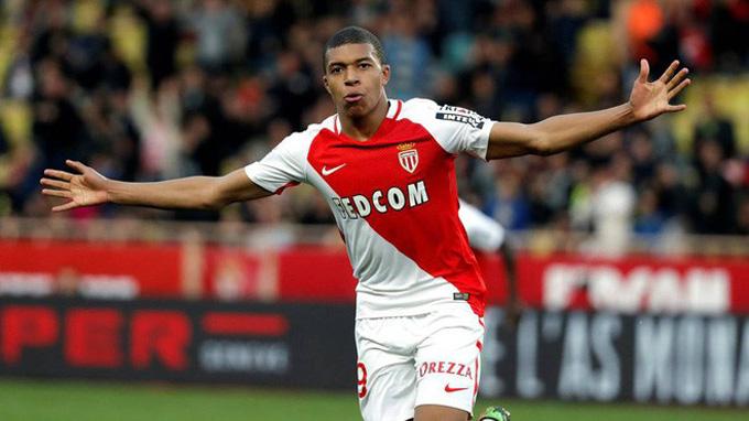 Mbappe là cầu thủ trẻ nhất lịch sử Monaco ra sân ở Ligue 1