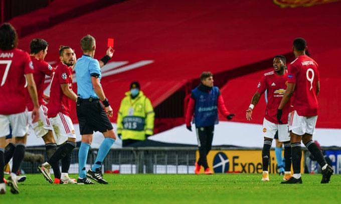 Cuối cùng Fred cũng phải nhận thẻ đỏ và M.U không thể giữ được 1 điểm do thiếu người