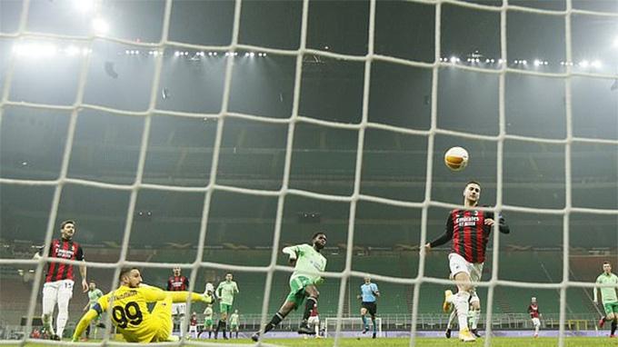 Milan vẫn kiếm trọn 3 điểm dù thua trước 2 bàn