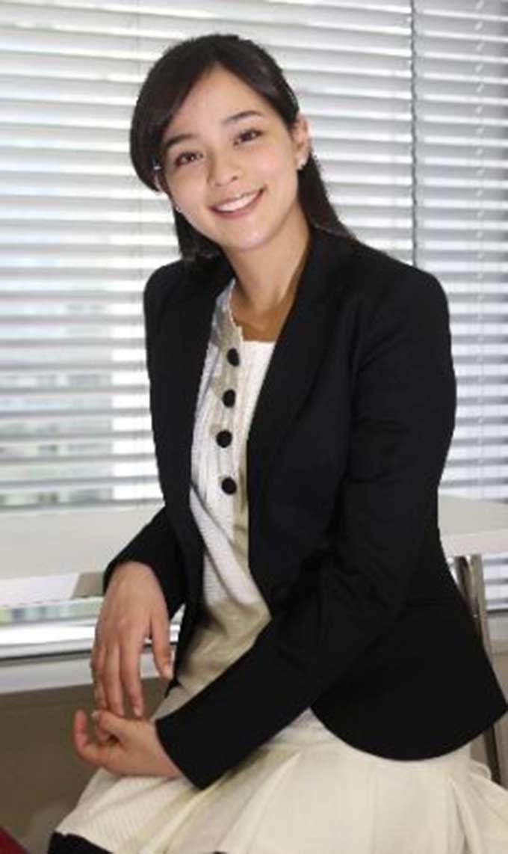 Kato năm nay 35 tuổi, kém chồng là cầu thủ Matsui 4 tuổi