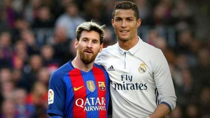 Thập niên 2010 chứng kiến sự thống trị tuyệt đối của hai tiền đạo cánh là Messi và Ronaldo