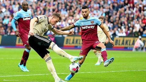 Đang có phong độ cao, West Ham (áo sẫm) đủ sức ngăn chặn chuỗi trận toàn thắng sân khách của M.U