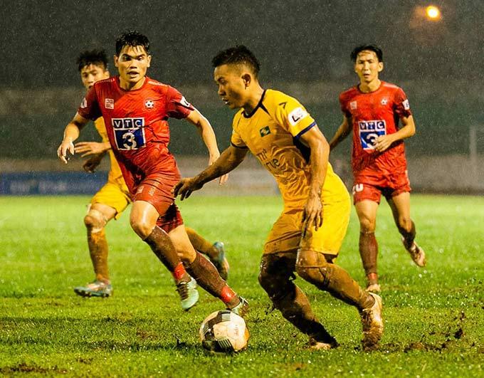 Bùi Đình Châu đến với bóng đá chuyên nghiệp khá muộn - Ảnh: Hoàng Cường