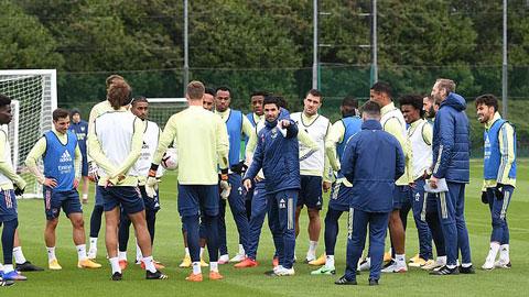 Cuộc họp của Arsenal trước thềm đại chiến với Tottenham bị biến thành cái chợ