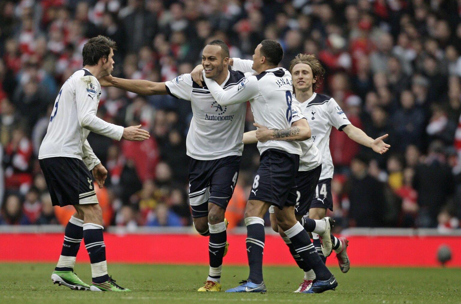 Cú đánh đầu thành bàn của Younes Kaboul giúp Spurs có được chiến thắng duy nhất tại Emirates trong suốt 26 năm qua