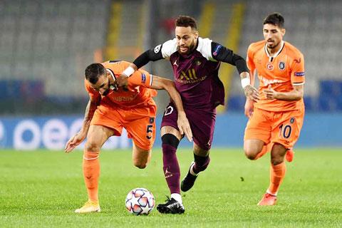Có quá nhiều lý do để PSG (giữa) lại dễ dàng đánh bại đối thủ Istanbul Basaksehir
