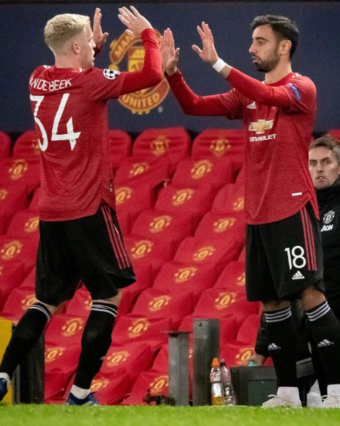 Van de Beek đã bị thay ra bằng Fernandes ở trận thắng 3-1 của M.U trước West Ham