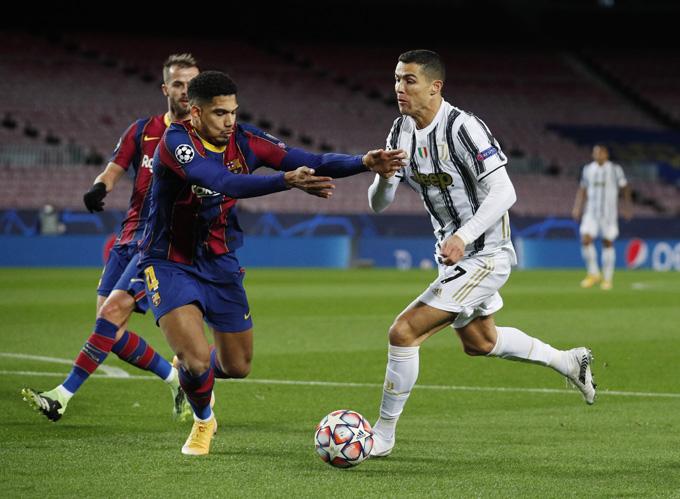 Ronaldo mang về quả phạt đền từ khá sớm và đích thân anh mở tỷ số trận đấu