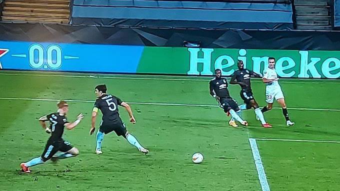 Pha bóng khiến Maguire bị chỉ trích ở trận gặp Sevilla trong mùa giải trước