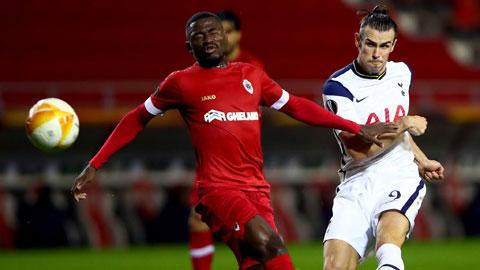 Tottenham (phải) sẽ lên ngôi đầu bảng sau khi vượt qua Antwerp trong trận đấu họ buộc phải thắng