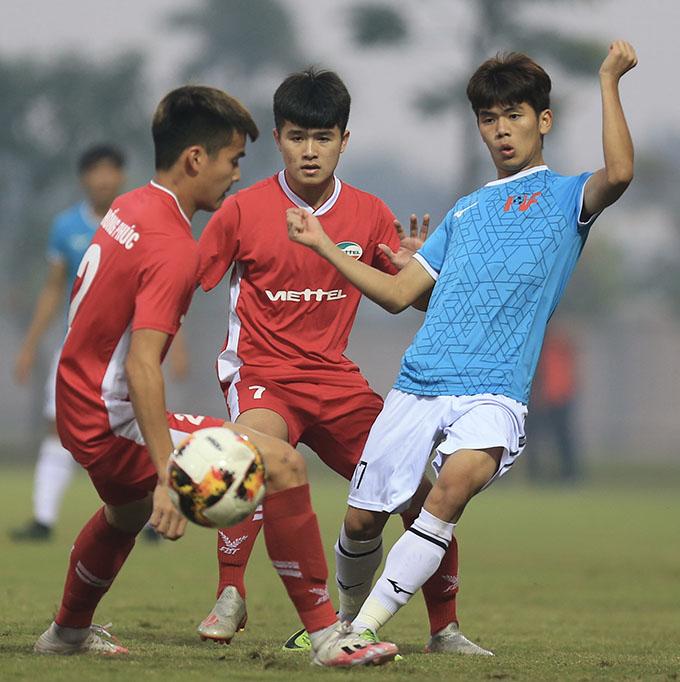PVF (xanh) đánh bại Viettel (đỏ) trong trận chung kết