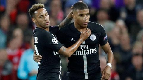 Neymar và Mbappe (phải) đều đang nhận mức lương ngất ngưởng tại PSG