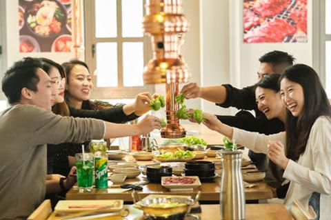 Muốn ăn nhanh thì ăn một mình, nhưng nếu muốn ăn ngon thì nhất định phải đi cùng hội bạn tới GOONG BBQ
