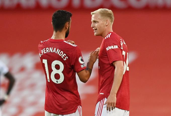 Fernandes và Van de Beek hoàn toàn thay thế tốt vai trò của Pogba