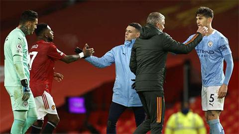 Roy Keane: 'Cả M.U và Man City đều không muốn thắng'