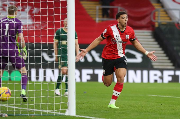 Che Adams khai thông thế bế tắc cho Southampton ở phút 34