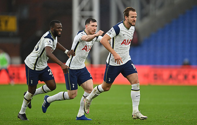 Kane tỏa sáng nhưng Tottenham vẫn để mất điểm