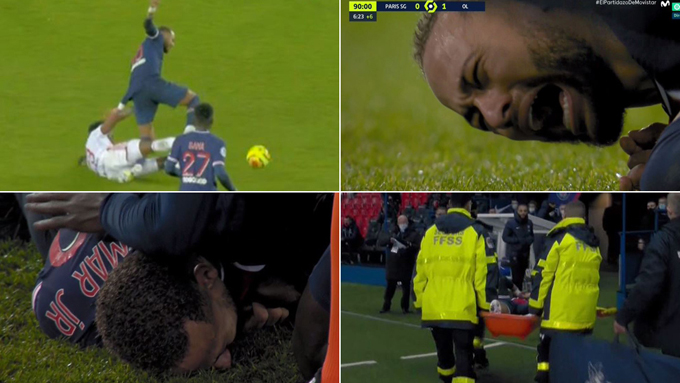Neymar gục ngã trên sân sau pha vào bóng của Thiago Mendes