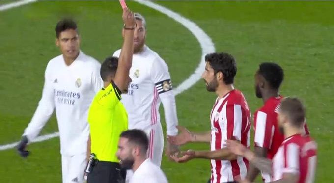 Chiếc thẻ đỏ tai hại của Raul Garcia