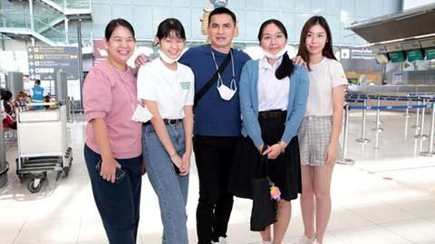 Kiatisak mất 22 tiếng để chờ chuyến bay sang Việt Nam
