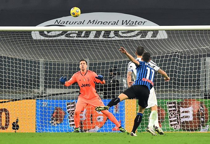 Freuler ghi bàn gỡ hòa cho Atalanta