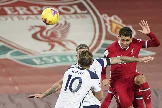 Cú đánh đầu quyết định của Firmino giúp Liverpool thắng Tottenham 2-1