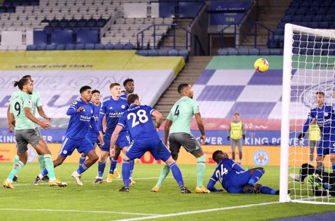 Holgate ấn định tỷ số 2-0 trận Leicester vs Everton ở phút 72