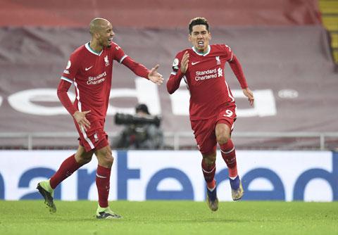 Các cầu thủ Liverpool ăn mừng trong thắng lợi 2-1 trước Tottenham rạng sáng qua