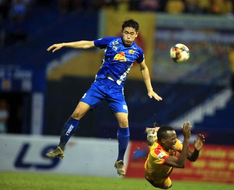 Quảng Nam FC trong một trận đấu ở V.League 2020 Ảnh: MINH TUẤN