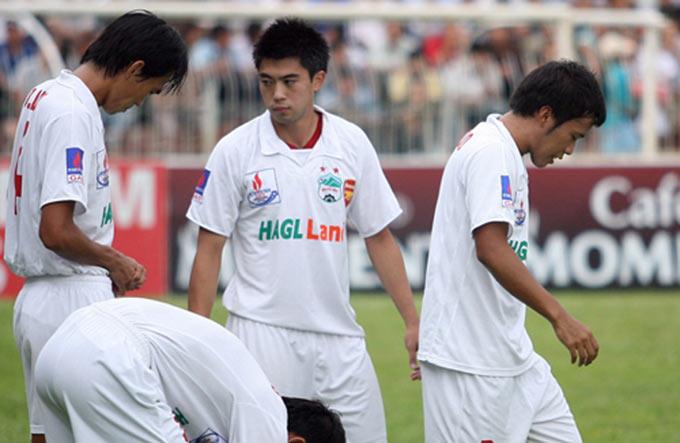 Lee Nguyễn mâu thuẫn với Kiatisak và rời khỏi HAGL