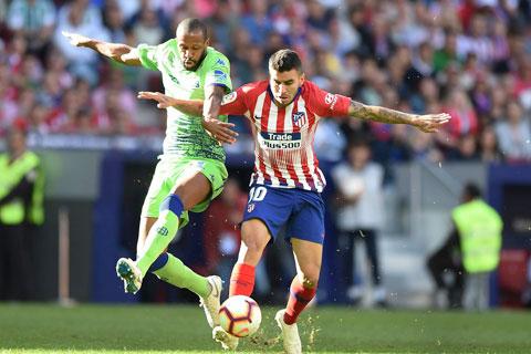 Atletico (áo sọc) đã thắng Elche 6 trận gần nhất ở La Liga, trong đó có 4 trận giữ sạch lưới
