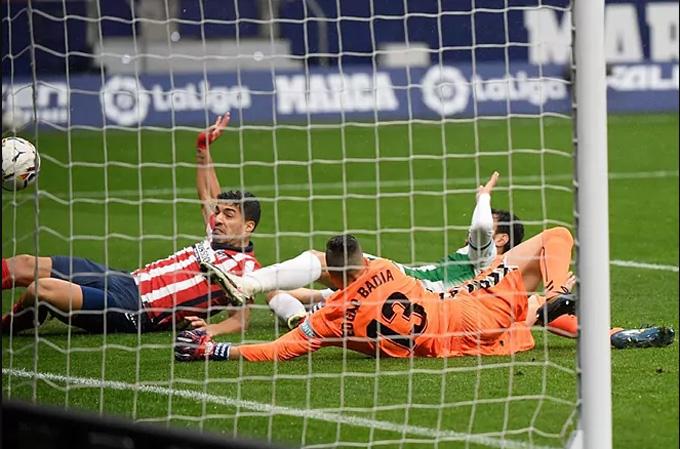 Suarez nâng tỷ số lên 2-0 ở phút 58 trận đấu Atletico vs Elche
