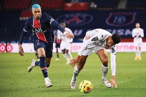 Rất nhiều khó khăn đang chờ đợi Mbappe (trái) và đồng đội tại sân Pierre-Mauroy