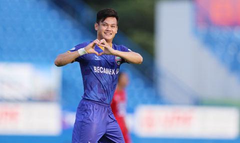Tân binh Bình Định không tiếc tiền chiêu mộ những cầu thủ nổi tiếng như Hồ Tấn Tài
