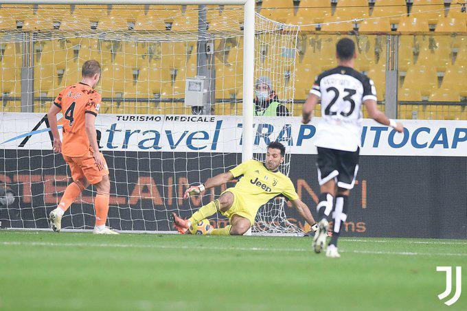 Buffon có ít nhất 2 pha cứu thua xuất sắc ở trận Parma vs Juventus