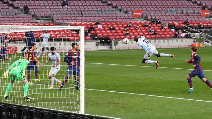 Griezmann mắc lỗi trong tình huống Diakhaby đánh đầu ghi bàn