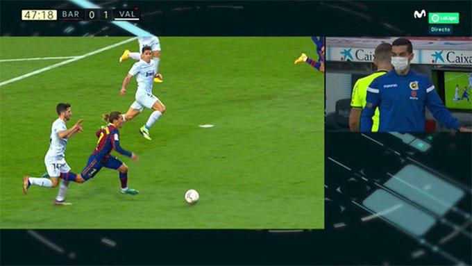 Tình huống Griezmann ngã trong vòng cấm Valencia