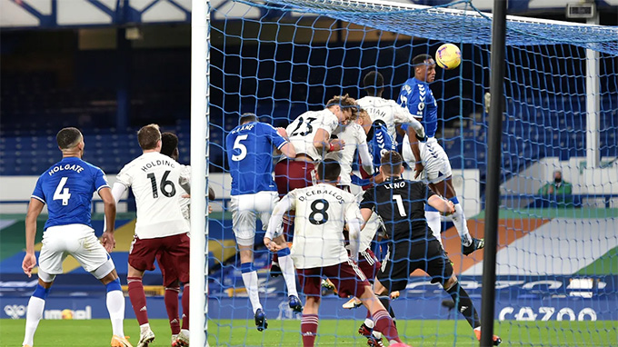 Mina tái lập thế dẫn bàn trong trận Everton vs Arsenal