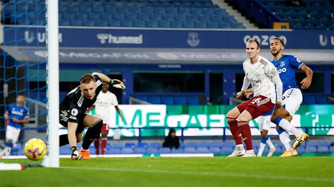 Holding phản lưới ở trận Everton vs Arsenal