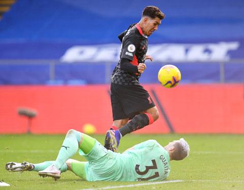 Firmino (trên) góp 2 bàn trong chiến thắng hủy diệt của Liverpool trước Crystal Palace