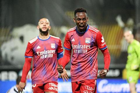 Kadewere ăn mừng cảm xúc sau khi ghi bàn giúp Lyon đánh bại Nice cuối tuần qua