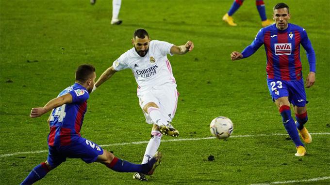 Benzema thi đấu chói sáng ở trận Eibar vs Real