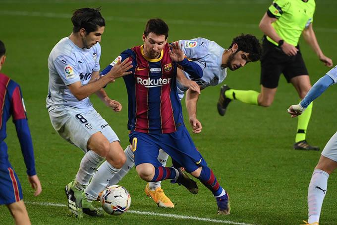 Messi ghi bàn nhưng Barca vẫn bị Valencia cầm chân với tỷ số 2-2