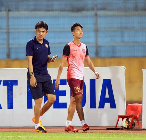 HLVTuấn Phong (trái) khi còn làm trợ lý ở Sài Gòn FC - Ảnh: MINH TUẤN