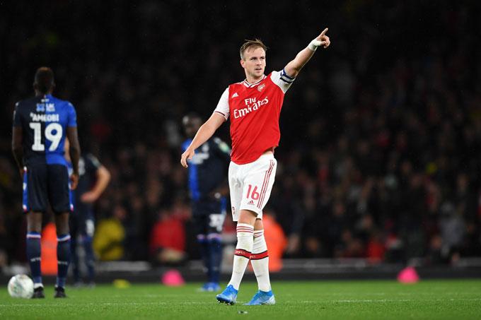 Holding nhiều lần giữ băng đội trưởng Arsenal khi Aubameyang vắng mặt