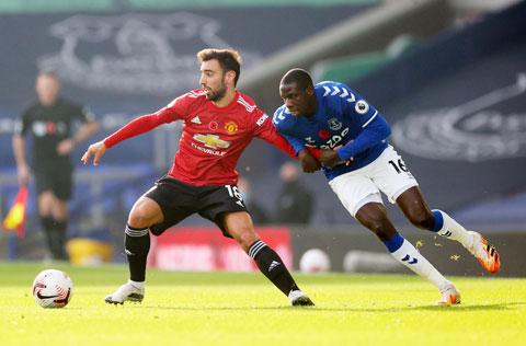 Bruno Fernandes (trái) và đồng đội sẽ phải rất vất vả nếu muốn vượt qua Everton