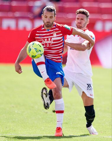 Soldado đang sắm vai chủ công của Granada