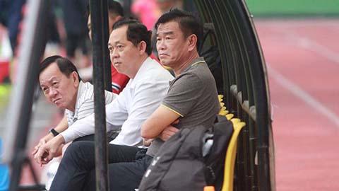 B.BD báo tin vui cho HLV Phan Thanh Hùng trong ngày ra mắt