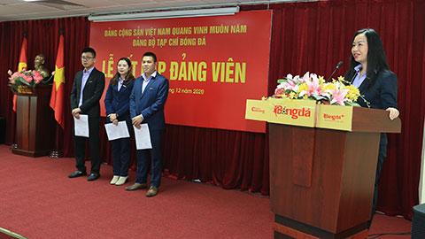 Đồng  chí Thạc Thị Thanh Thảo - Bí thư Đảng ủy, Phó Tổng biên tập  bày tỏ vui mừng tại buổi lễ kết nạp thêm 3 đảng viên cho 3 chi bộ